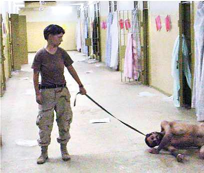 Seorang tawanan Iraq yang diperlakukan seperti seekor Anjing oleh ...